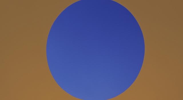 """James Turrell hat den Skyspace """"Outside Insight"""" eigens für die Sonderausstellung SEE! COLOUR! von 2011 in Järna (Schweden)realisiert."""