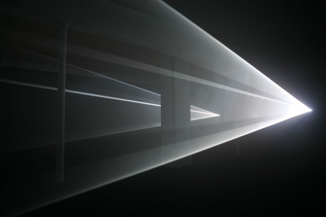 "Anthony McCall. ""You and I, Horizontal (III)"", 2007, Gallerie Aboucaya, Foto Swann de Oliveira"
