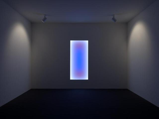 James Turrell, Aurora B: Tall Glass, 2010, LED, the Museum of Fine Arts, Houston, © James Turrell