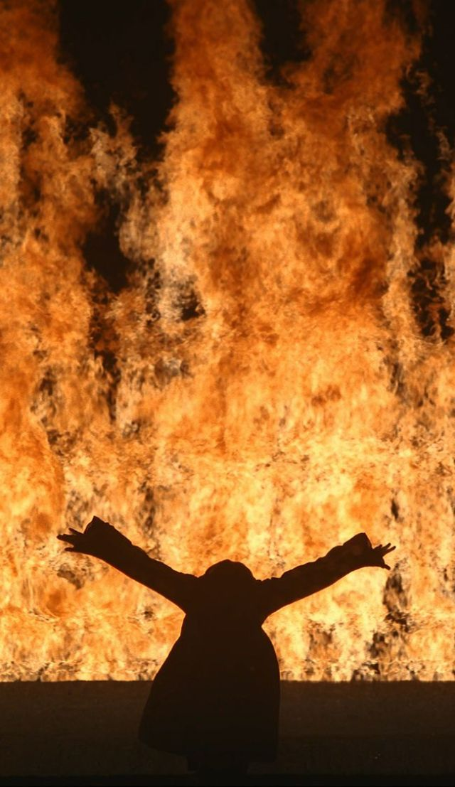 Bill Viola, Fire Woman, 2005, vidéo (Collection particulière. ©Kira Perov)